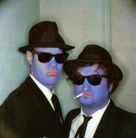 irmãos cara-de-pau (Dan Aykroyd e John Belushi,)