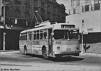 ônibus elétrico que se movimenta por qualquer trajeto, desde que haja uma corrente elétrica para ali